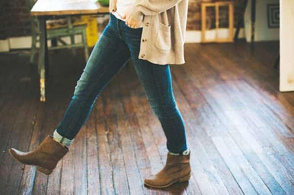 Enge Jeans weiten - durch Bewegung