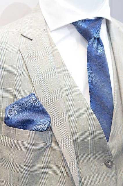 Blaue Herrenkrawatte