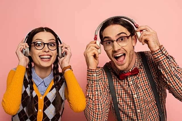 Nerdbrillen bei Mann und Frau © depositphotos.com