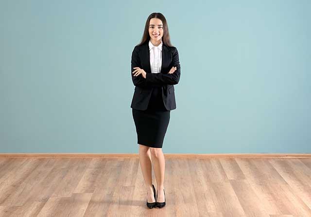 Ein Rock knielang im Business Look © depositphotos.com